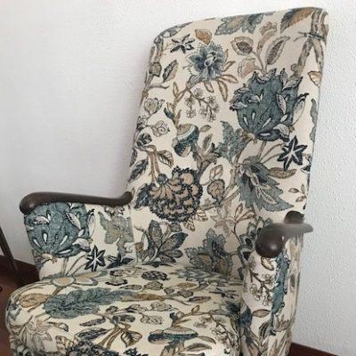 Nojatuolin päällystys kuviokankaalla