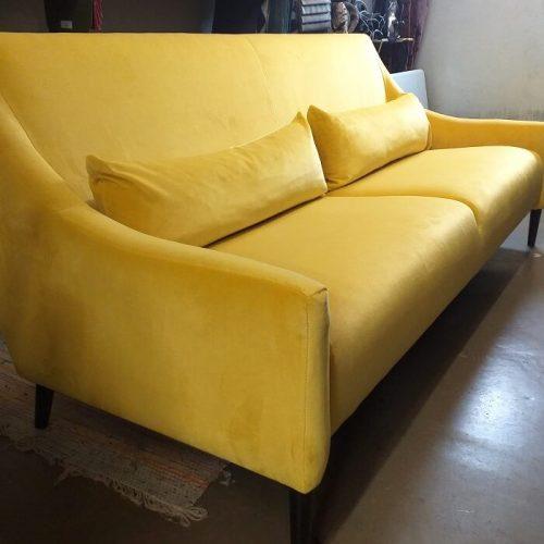 sohvan verhoilu - adea - keltainen samettikangas - verhoomo elegante