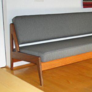 sohvan-verhoilu-verhoomo-elegante-helsinki-porvoo-tuusula-huonekalujen-verhoilu